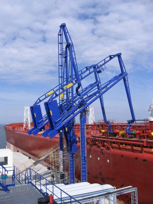 Brazos de carga marinos